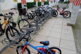 Parc à vélos du Groupe scolaire des Salines (photo VIE)
